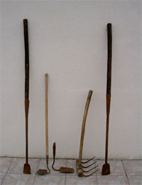 Outils pour le goémon © Histoire & patrimoine de Plozévet
